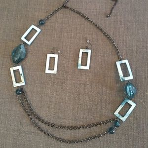 Jewelry - Fashionable Necklace and earrings